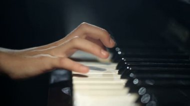The child learns to play the piano. Video with sound. — Stock Video