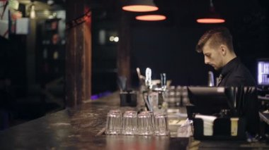 Unsuccessful robbery bar. The bartender also has a gun. The robber breaks into a bar, sent to the bartender gun, requires money, bold bartender pulls out his gun and chases the robber. — Stock Video