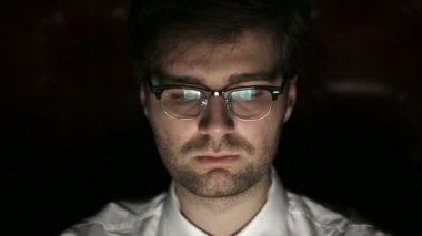 Portrait of a young man with glasses who works at night.  Close up — Stock Video