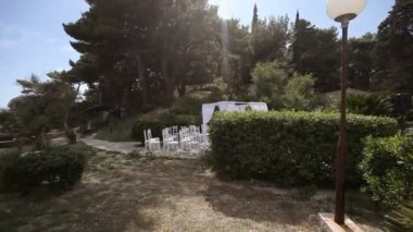 Ready location for the wedding ceremony on the island. Fly shot — Wideo stockowe