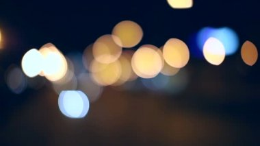 Movement cars on the road in the city. Bokeh defocus background. — Stock Video