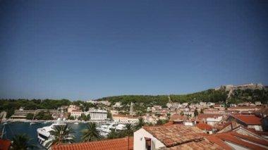 クロアチアのフヴァル島ヨットの喜びと湾 — ストックビデオ