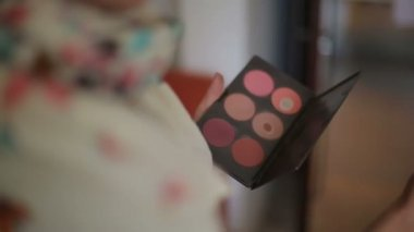 Colored eye shadow palette for cosmetics in hand of make up artist — Stock Video