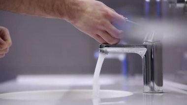 A man washes his hands. Slow motion — Stock Video