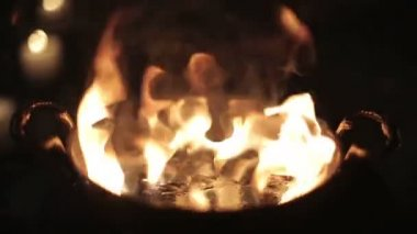 Fire in a ritual bowl an abandoned building. — Stock Video