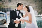 Bride and groom posing with white wedding doves — Stock Photo
