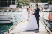 Just married couple walking in small cove — Foto de Stock