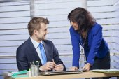 Cheerful businessman and businesswoman working together — ストック写真