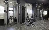 Exercise machines in a gym — Stock Photo