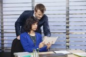Two people working together in a modern office — Stock Photo