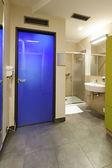 Intérieur de la salle de bains moderne — Photo