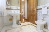 Elegant luxury bathroom — 图库照片