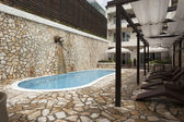Modern residence swimming pool — Foto de Stock