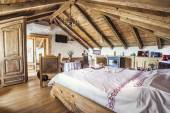 Rustic attic bedroom interior — Stockfoto