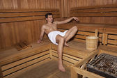 Entspannung in Sauna schöner Mann — Stockfoto