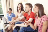 Friends at home watching game — Stock Photo