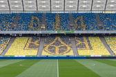украинская эмблема на местах на стадионе — Стоковое фото