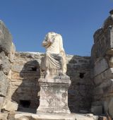 Statute in Ephesus — Stock Photo