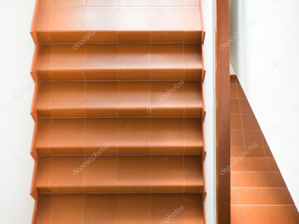 escaleras modernas interior pasamanos u foto de stock