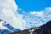Snow capped mountains. — Stock Photo