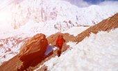 Turysta w górach — Zdjęcie stockowe