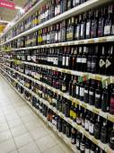 Wine Bottles On Supermarket — 图库照片