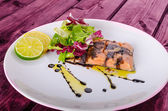 Salmon with a reduction of balsamic vinegar and sugar — Stock Photo