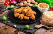 Spicy breaded chicken wings with homemade bread — Stock Photo