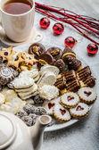 Christmas cookies and fresh tea — Stock Photo