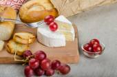 Fresh camembert from organic farms — Zdjęcie stockowe