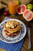 Homemade pancakes with bananas — Foto Stock