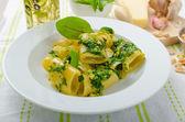 Rigatoni with garlic and herbs pesto — Stock Photo
