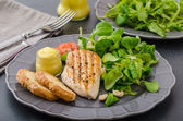Grilled chicken with salad and nuts — ストック写真
