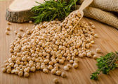 Raw and healthy chickpeas — Stock Photo