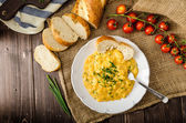 French style scrambled eggs with chives — Stock Photo