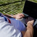 Businessman freelancer working on his computer — Stock Photo #73329341