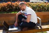 Businessman freelancer working on his computer — Stockfoto