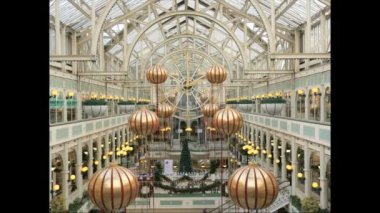 """Shopping mall timelapse in Dublin. Ireland. mall """"Stephen's Green"""". Christmas sale at the mall. Time Lapse. — 图库视频影像"""