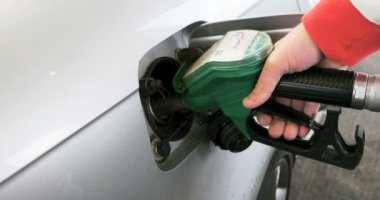 Hand refilling the car with fuel — Wideo stockowe