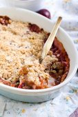 Fruit crumble — Stock Photo