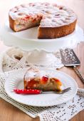 Plum sponge cake — Stock Photo