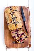 Berry, mint and spelt flour teacake — Stock Photo