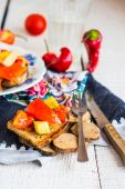 Vegetarian appetizer fried bread with vegetables on wood — Stock Photo
