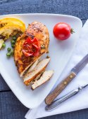 Incision baked chicken in a spicy curry sauce with vegetables  — Stock Photo