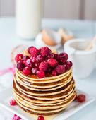 Pancake with cranberries, raspberries and honey, sweet — Stock Photo