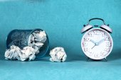 Retro and vintage style of Old fashioned alarm clock and clumple paper — Stock Photo