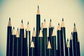 茶色の木製の鉛筆のヴィンテージ色アレンジします。 — ストック写真