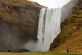 People at skogafoss cascade landscape — Stock Photo