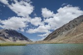 Scenic high mountains lake — Stock Photo