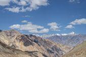 Majestic Himalayan peaks mountain range — Stock Photo